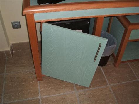 broken kitchen cabinet door 一人一個腳底尾撞櫃角既經驗 香港高登討論區 4921