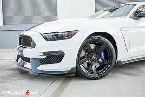 The Fantastic Look of a White Mustang with Black Rims ...