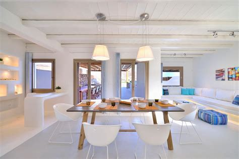 Minimalist-modern-greek-mediterranean-style-homes-interior
