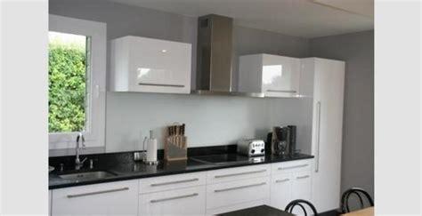 cuisine plan de travail noir cuisine grise plan de travail noir maison design bahbe com