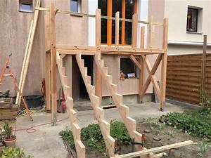Erhöhte Terrasse Bauen : die besten 25 bangkirai terrasse ideen auf pinterest ein deck bauen gartenspots und veranda ~ Orissabook.com Haus und Dekorationen