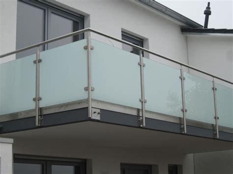 balkongeländer glas edelstahl balkongel 228 nder aus edelstahl glas mit hellmatter folie