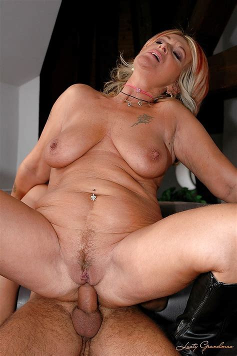 Chubby Mature Lady In Black Boots Is Into Hardcore Ass