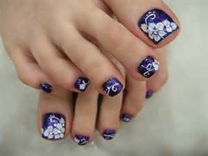 Toe nail art with rhinestones fashionate trends