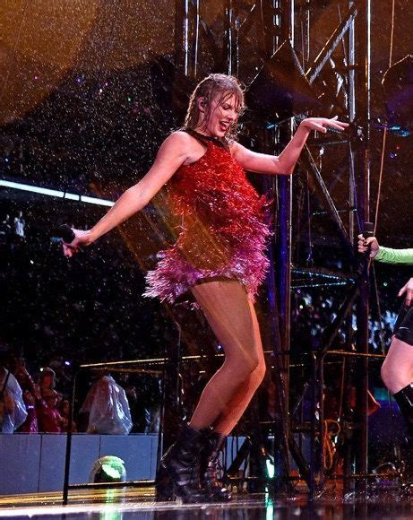 Pin by Pao🦔🧡 on Taylor Swift ️ | Taylor swift concert ...