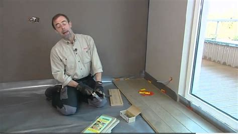 poser une sous couche de sol et un parquet placer une porte