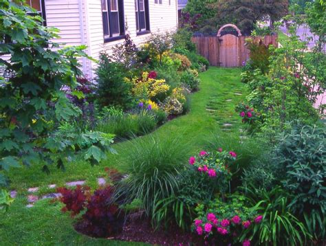 trees to plant to house foundation 17 best images about garden on pinterest gardens front yards and shrubs