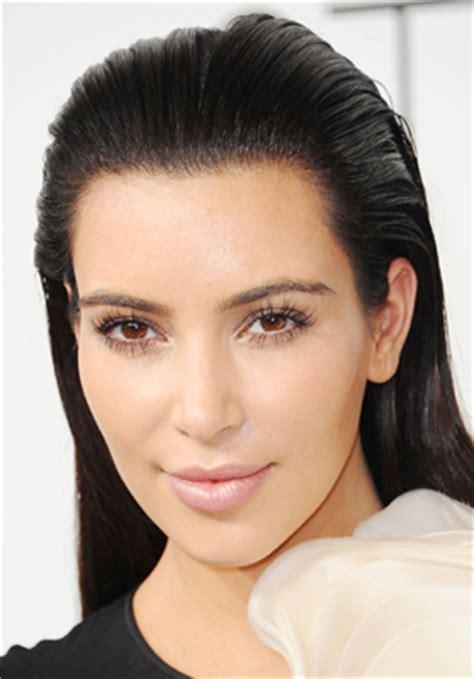 wear false eyelashes beauty