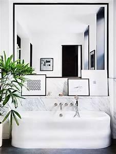Déco Salle De Bain Noir Et Blanc : id e d coration salle de bain salle de bain blanc noir avec plane et miroir tr s design ~ Melissatoandfro.com Idées de Décoration