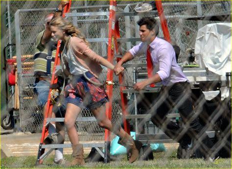 Taylor Lautner Flips For Taylor Swift   Photo 232991 ...