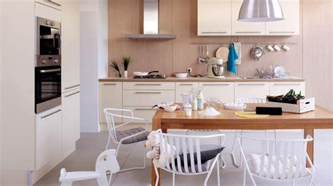 cuisine blanche et bois clair cuisine bois clair et blanc le bois chez vous