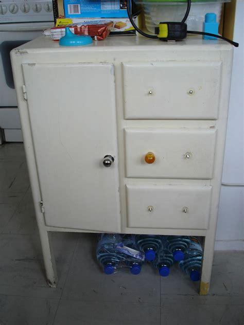 meuble d appoint cuisine relooking d 39 un petit meuble d 39 appoint ées 50 60