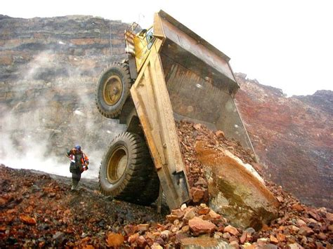 Ram Truck Logo Wallpaper 17 Best Images About Heavy Equipment Accidents On Pinterest Trucks Australia And The Guys