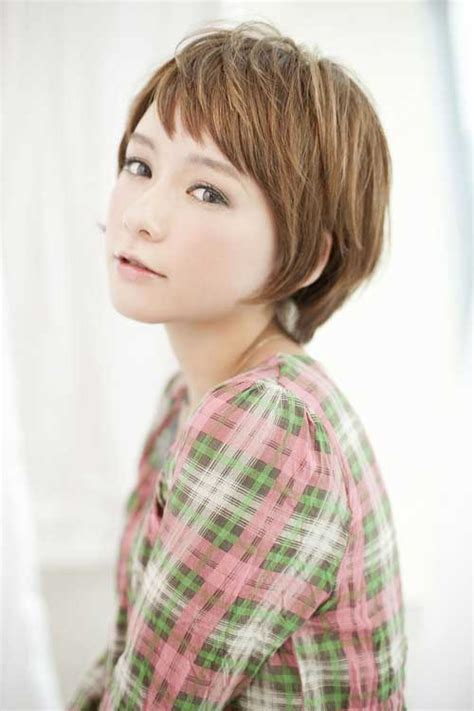 Adorable Ladies' Cute Hairstyles with Their Short Hair