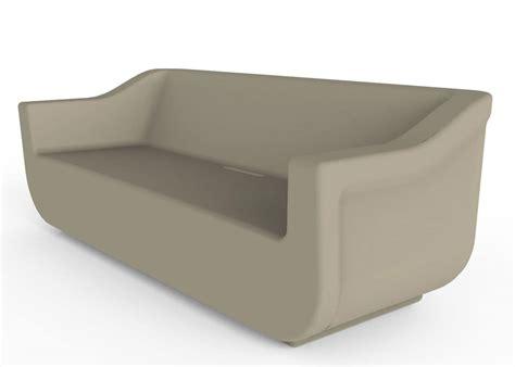 Plastic Outdoor Sofa. Divano Da Esterno In Polietilene