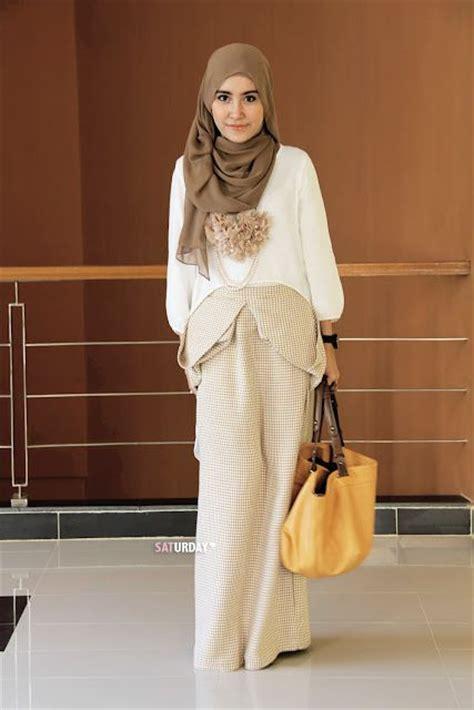 trend model busana muslim  warna warna pastel