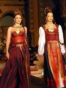 Tenue Femme Pour Bapteme : 17 best images about caftan tunisien on pinterest traditional chang 39 e 3 and caftans ~ Melissatoandfro.com Idées de Décoration