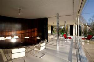 Villa Mies Van Der Rohe : batman s taste in modernist furniture revealed in google maps tour of bruce wayne s house from ~ Markanthonyermac.com Haus und Dekorationen