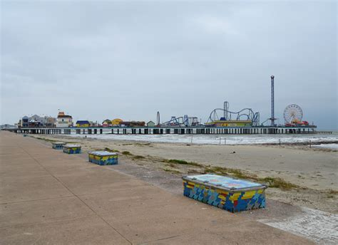 File:Seawall Benches and Pleasure Pier, Galveston, Texas ...