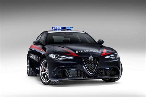 siege auto alfa romeo deux alfa romeo giulia quadrifoglio pour les carabinieri