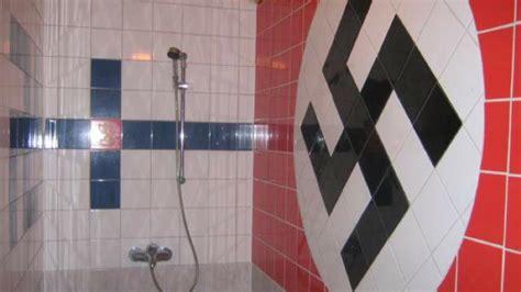 Es Gibt Noch Gute Fliesenleger schrott immobilien wenn im bad ein hakenkreuz aus
