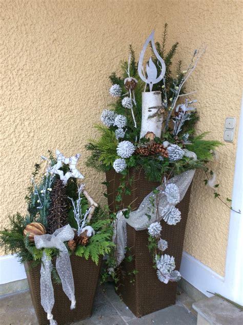 Blumenkübel Weihnachtlich Dekorieren by Weihnachtliche Deko Vor Dem Haus Weihnachtsdeko