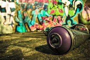 Bombe Aerosol De Peinture : utiliser une bombe de peinture ~ Edinachiropracticcenter.com Idées de Décoration