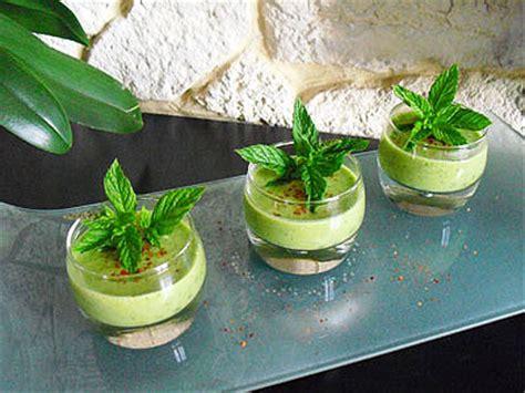 cuisiner des petits pois frais soupe froide de petits pois à la menthe la recette