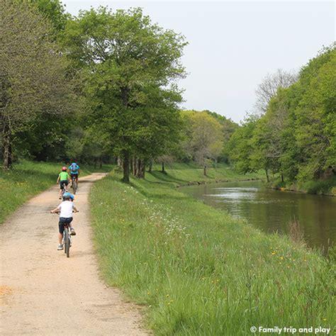canap famille nombreuse parcourir le canal de nantes à brest à vélo
