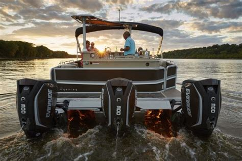 Lowe Boats President by Premier Shows 12 Wide Engine Dodici Model