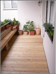 Balkon mit holzboden verlegen balkon hause dekoration for Feuerstelle garten mit balkon holzboden verlegen