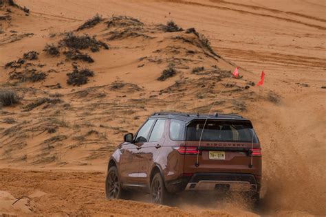 land rover off road 2017 land rover discovery off road 08 motor trend