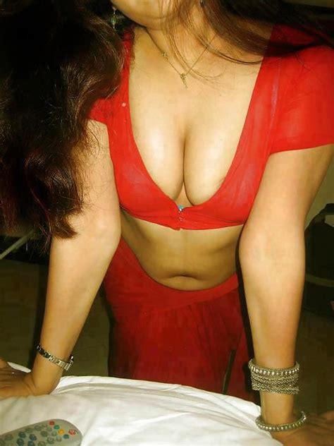 Indian Housewife Expose Her Big Boobs In Saree 3 Pics
