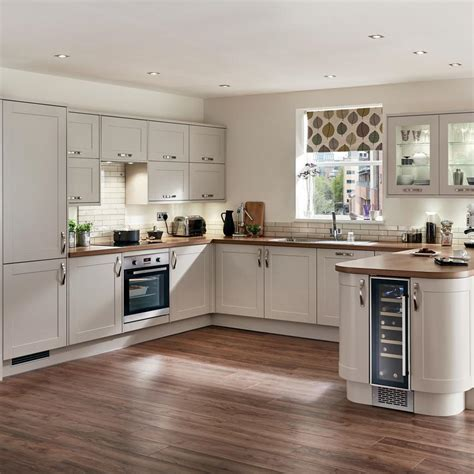 shaped kitchens ideas  inspire  howdens