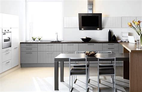 tv cuisine cuisine grise et tv photo 6 25 une table de 4