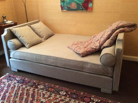 canapé de repos canapés et lits michel larsonneur tapissier décorateur