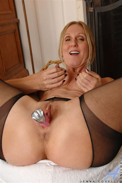 Classy Milf Jenna Covelli Stuffs A Toy Into Her Wet Pussy Ass Point