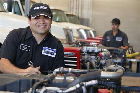 Diesel Mechanic Schools & Training | TruckingCompanies.org