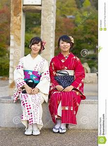 Moderne Japanische Kleidung : japanische frauen die traditionelle kleidung tragen redaktionelles stockbild bild von ~ Orissabook.com Haus und Dekorationen