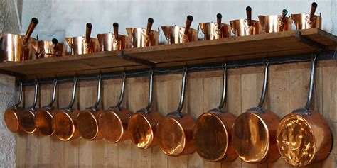 farmhouse kitchen pictures    copper pots pans