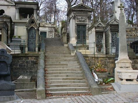 le pere la chaise file pere lachaise stairway jpg wikimedia commons