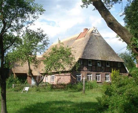 Reetdach Dacheindeckung Mit Natuerlichem Baumaterial reetdach dacheindeckung mit nat 252 rlichem baumaterial