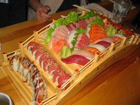 Sushi Boat Atlanta by Best 25 Sushi Boat Ideas On Food Trays