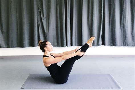 Boat Pose Weak Hip Flexors by 6 Yoga Poses For Dancers To Increase Flexibility And
