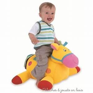 Cheval à Bascule Bebe : offrir un cheval bascule 3 pas banal quand b b s 39 amuse chevaucher un poney un z bre ou ~ Teatrodelosmanantiales.com Idées de Décoration