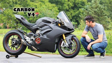 Black Ducati Panigale V4 by Carbon V4 Panigale