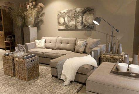 grand plaid pour canapé le canapé beige meuble classique pour le salon
