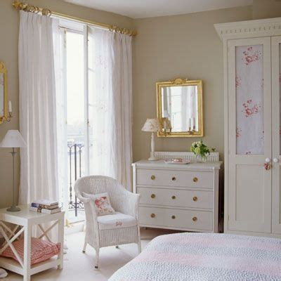 shabby chic curtain rod ideas 75 bedroom ideas and decor inspiration good housekeeping curtain rods and shabby chic