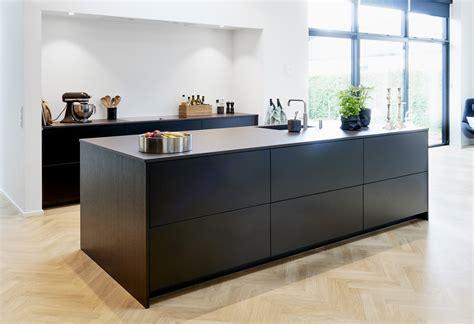 black laminate flooring for kitchens verdi kitchens surrey matt black laminate kitchen 7892