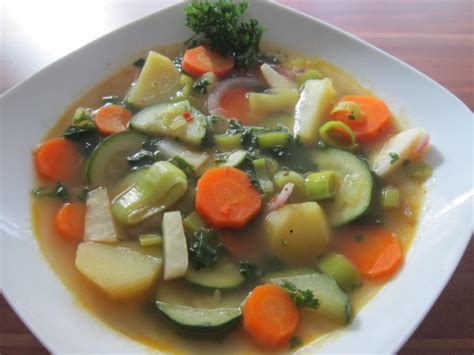 Gemüsesuppe - Rezept mit Bild - kochbar.de